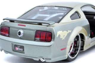 2006 FORD MUSTANG GT GOLD 124 DIECAST MODEL CAR CUSTOM