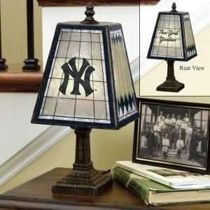 NEW YORK YANKEES 14 IN ART GLASS TABLE LAMP